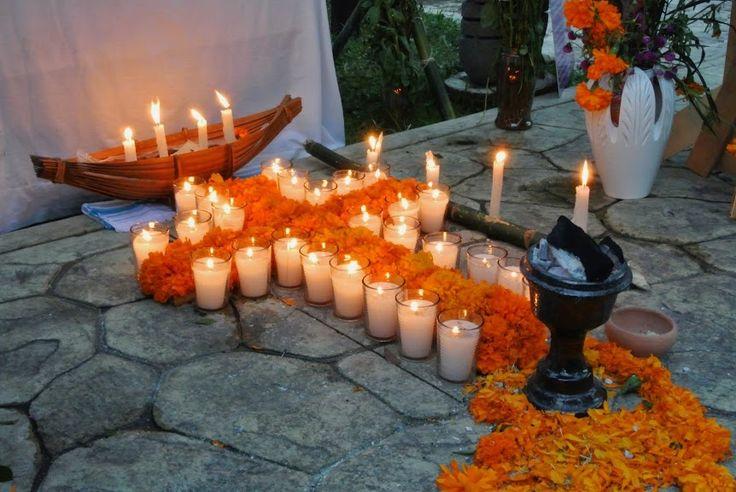 No hay altar sin velas y cempasúchil