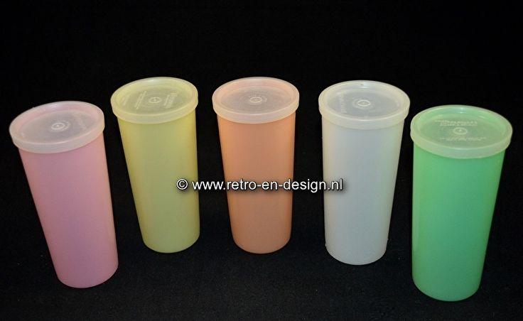Vintage Tupperware Melkbekers 15 cm  http://www.retro-en-design.nl/a-43441087/tupperware/vintage-tupperware-longdrinks-of-sorbetbekers-16-5-cm/ zie: http://www.retro-en-design.nl/a-43440964/tupperware/vintage-tupperware-melkbekers-15-cm/