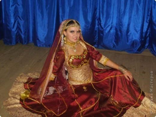 Индийский костюм для танцевальной группы