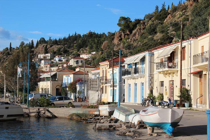 Port de Poros → visite romantique dans une atmosphère néo-classique