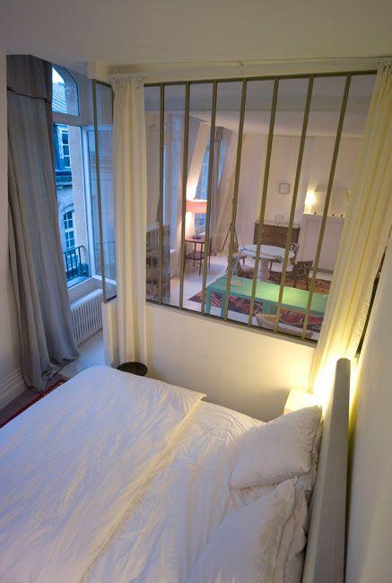 APPARTEMENT | PARIS : Mathilde Bretillot Créations. Verrière chambre donnant sur séjour. Hauteur de plafond 3m