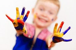 Your kids are only little for a short amount of time, so why not freeze a moment during that time by creating a hand print craft with your child?