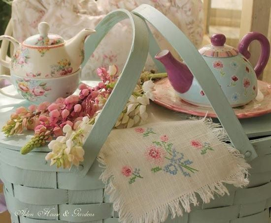 Teapots & picnic!