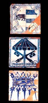 Mattonelle in smalto con imprese borgiane (toro e doppia corona); impresa delle chiavi sovrastate dall'ombrello pontificio; impresa borgiana con doppia corona, fine XV - inizio XVI secolo. Roma, Castel Sant'Angelo