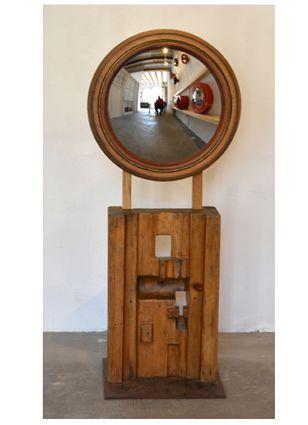 #Espejo #convexo de #AlejandrodelaTorre de 25 cm. Ø, realizado con dos moldes de fundición. 74x25x25 cm.  #convex #mirror #mirall #diseño #design #disseny #barcelona