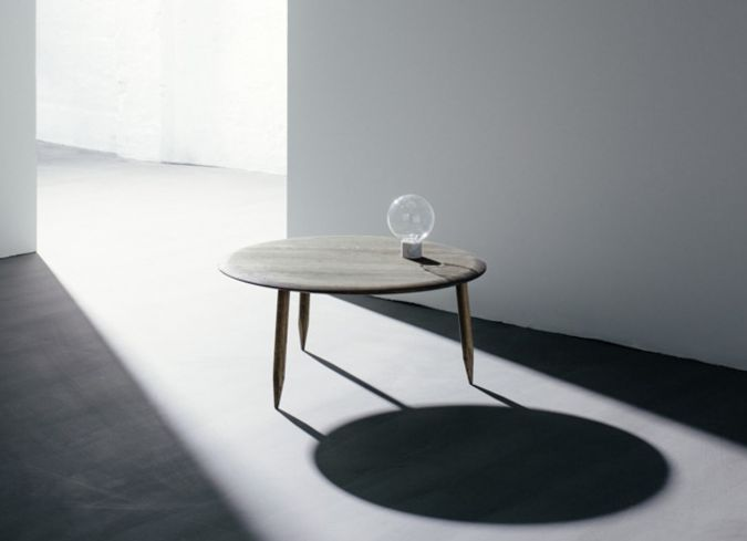 &tradition and tradition coffe table mood sfeer shadow zonlicht sunny day grey tones