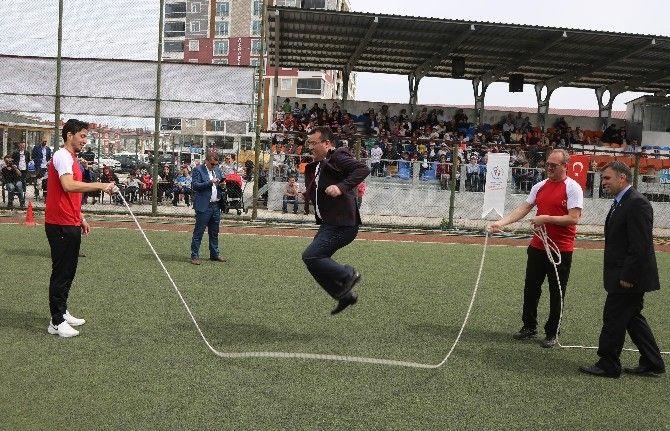 Unutulan Çocuk Oyunları Atakum'da Hatırlandı: Atakumlu minikler, 'Geleneksel Çocuk Oyunları Şenliği'nde yağ satarım bal satarım, yakan top,…