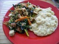 Schatz was koch ich heute? Tofu mit Gemüse und cremiger Polenta - vegan - Catalan.  Laß es Dir schmecken!  #vegan #hauptspeisen #rezepte #polenta