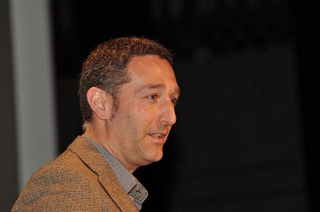 """Fundación Triodos - Alfonso Quecuty, Fundación RAIS / Milhistorias, durante su intervención sobre la """"Integración sociolaboral""""."""