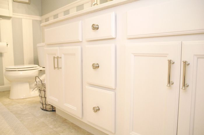 Basic brown cabinets brighten up the bathroom with this easy diy paint upgrade bathroom ideas - Painting bathroom cabinets brown ...