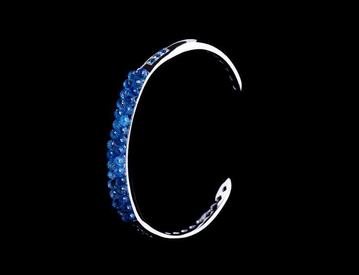 Anemone Bracelet - #digregorio_milano #digregoriogioielli_milano #whitegold #briolettesapphires #sapphires #blue #sea #anemone #bracelet #jewel #jewellery #finejewellery #luxury