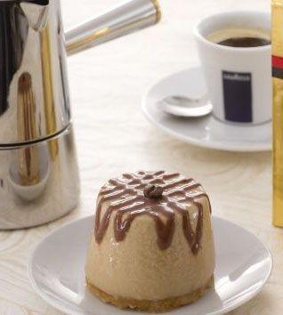 Cremoso al caffè con biscotto alle mandorle