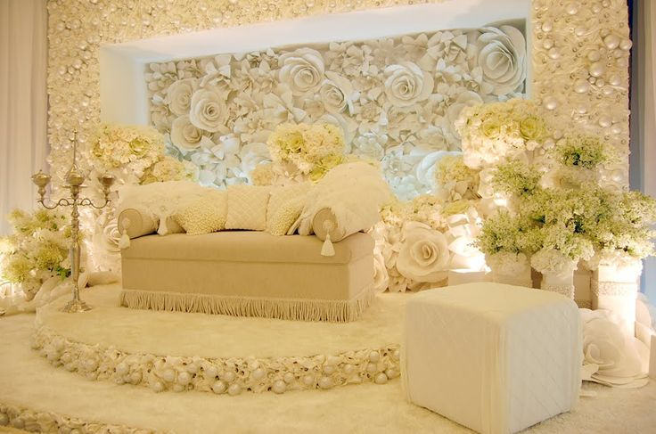 Marion Caunter's pelamin by Flora etc