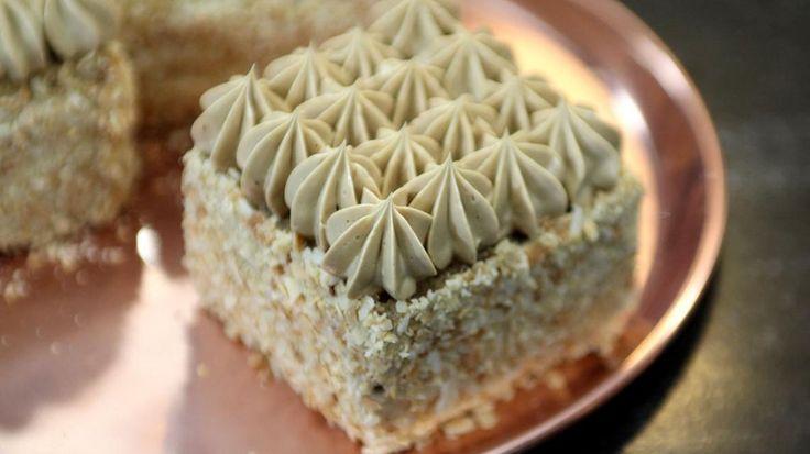 Mokkataartjes met amandelen en crème au beurre | VTM Koken