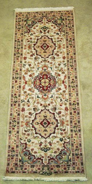 Tappeto orientale fatto a mano Agrabaff in lana con fondo in seta naturale, proveniente dal Pakistan. Disegno floreale con colori chiari e molto luminosi. € 165 !
