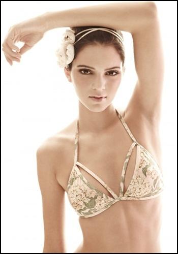 This bikini top.Fashion, Jenners, Bikinis, Swimsuits, Kendall Jenner, Looks Book, Bath Suits, White Sands, Kylie Jenner