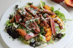 Gegrillter Pfirsich-Steak-Salat