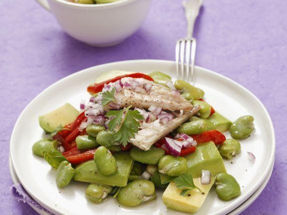Saubohnensalat mit Paprika, Avocado und Räucher-Makrele ist ein Rezept mit frischen Zutaten aus der Kategorie Fruchtgemüse. Probieren Sie dieses und weitere Rezepte von EAT SMARTER!