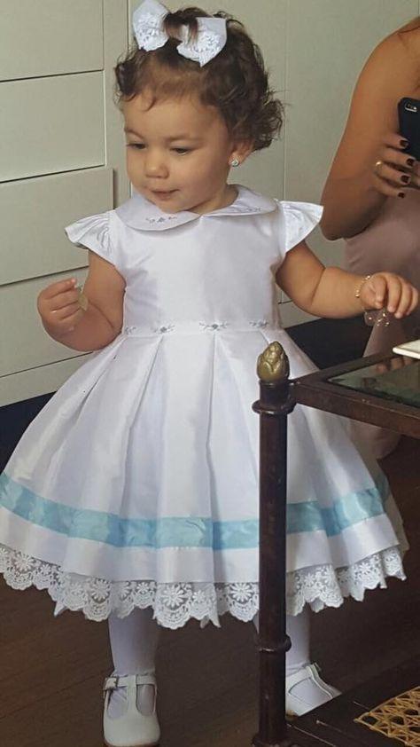 Muito linda a Maria Antônia!!!                 Felizes em poder fazer este vestidinho, para uma família muito querida!! Realizamos os ves...