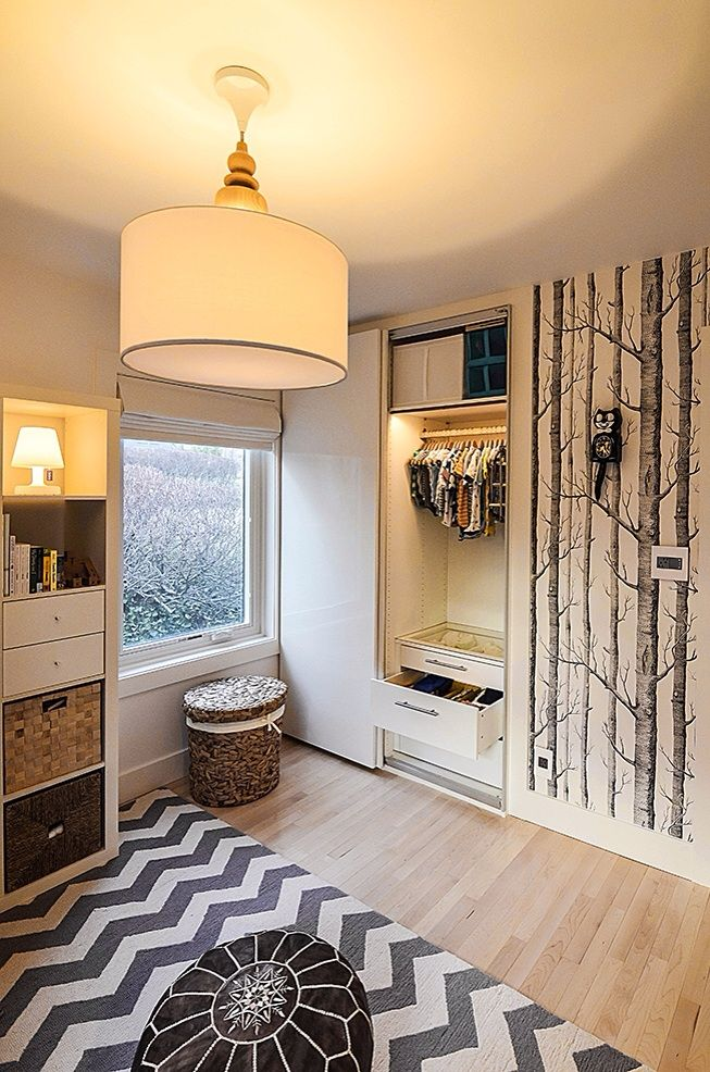 Modern Black and White Nature-Inspired Nursery: Nurseries Decor, Kids Bedrooms, Grey And White, Grey White Nurseries, Birches Trees Nurseries, Birches Wallpapers, Trees Wallpapers, Grey Accent, Projects Nurseries