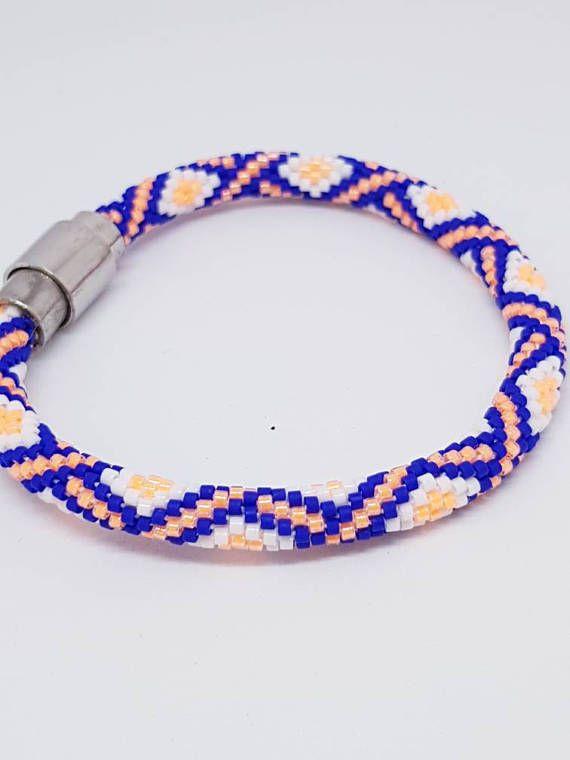 Bekijk dit items in mijn Etsy shop https://www.etsy.com/nl/listing/538136693/gehaakte-armband-ibiza-style