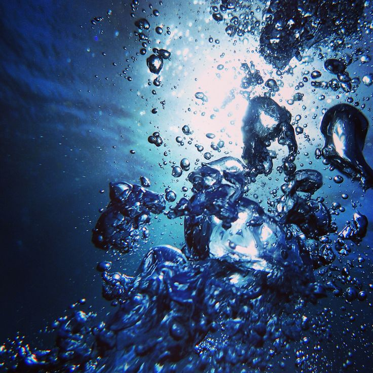 泡 水の中ほど呼吸を感じる時間はないです 壁紙 4k 青色 背景 綺麗なイラスト壁紙背景