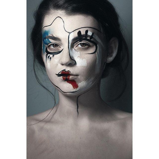 Photographer: ViolaNagy Photography Makeup: Bianca Raffaela Model: Robyn OBrian by darkbeautymag