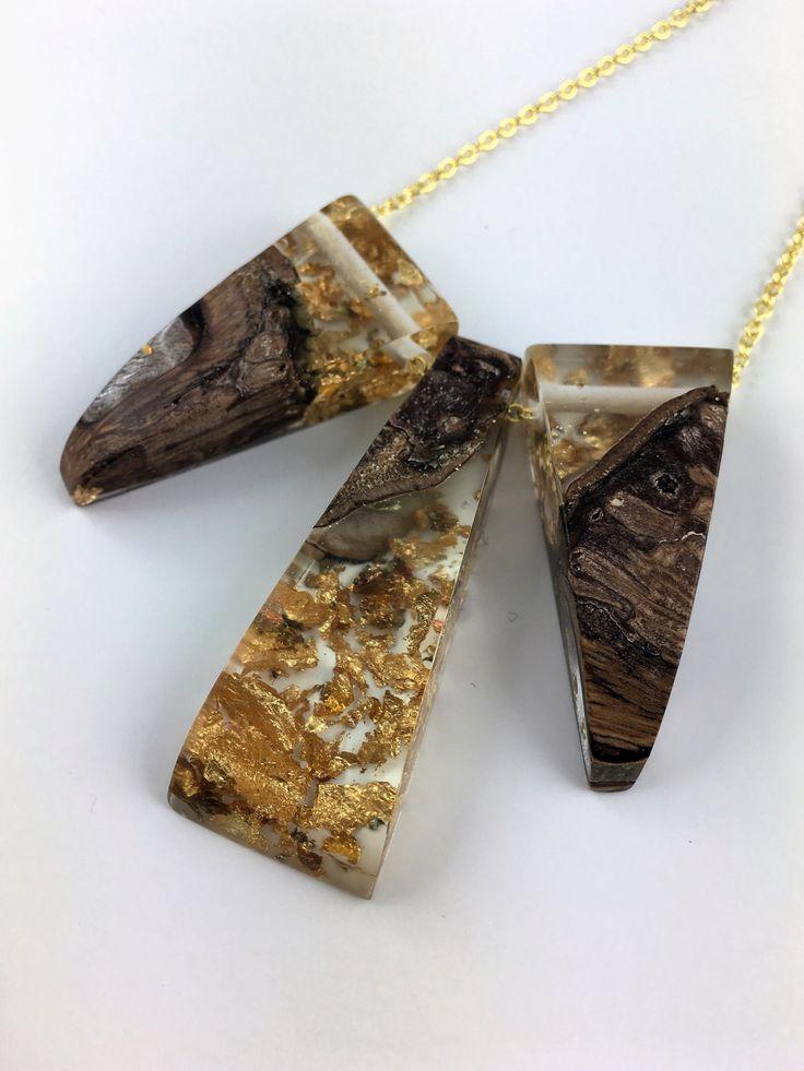 Geometrische Statement Harz Holz Halskette mit Goldflakes an 18 Karat vergoldeter Halskette von FedergoldDesign auf Etsy