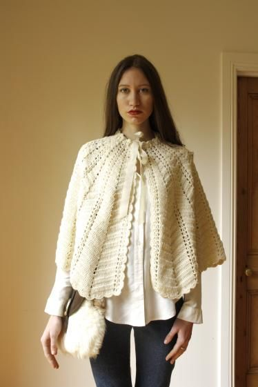 Round She Goes - Market Place - Vintage 1970s cream knit cape
