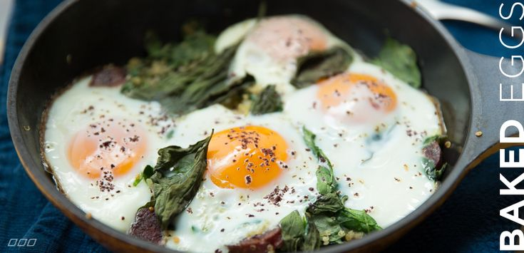 Who wants to come over for breakfast on Sunday?  This will definitely be on the menu.  Baked Eggs with Quinoa, Spinach and Chorizo - YUM! | Move Nourish Believe.  How can you pass this up?