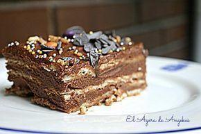 Desde el blog EL ÁGORA DE ÁNGELES nos invitan a probar su versión de la tarta de la abuela: el relleno está compuesto de una crema de mantequilla con chocolate.