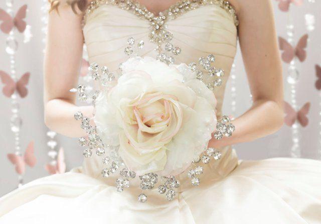 Noivas | O Bouquet Eterno http://wp.me/p4afax-Cl https://www.facebook.com/urbanglamourous #AFestadeCasamento, #AtelierAndreaFigueiredo, #Bouquet, #Casamento, #Glamour, #OneWed, #Wedding, #WeddinginSummer
