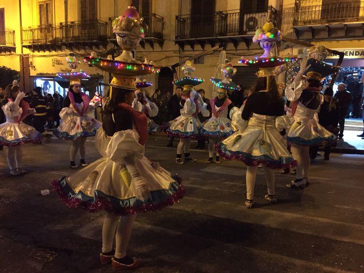 Dance, folk!
