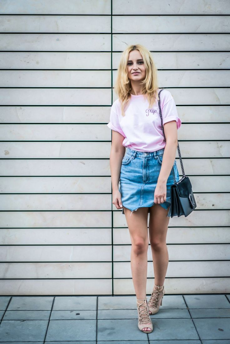 player pink tshirt denim skirt hm blonde bloger street style fashion wear ootd inspo vogue lookbook