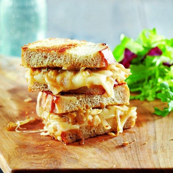 French onion grilled cheese...ooey-gooey goodFrench Bistros, Grilled Cheese Recipe, Grilled Chees Sandwiches, Grilled Cheese Sandwiches, French Onions, Food Recipe, Grilled Cheeses, Grilled Sandwiches, Onions Grilled