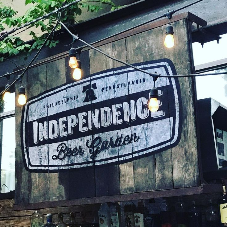 Independence Beer Garden Philadelphia #beer #beergarden #indepencehall #libertybell #nationalpark #philly #philadelphia #pennsylvania #tourist #vacationmode #vacationtime #happyhour #thirsty #drinks #independencenationalhistoricalpark