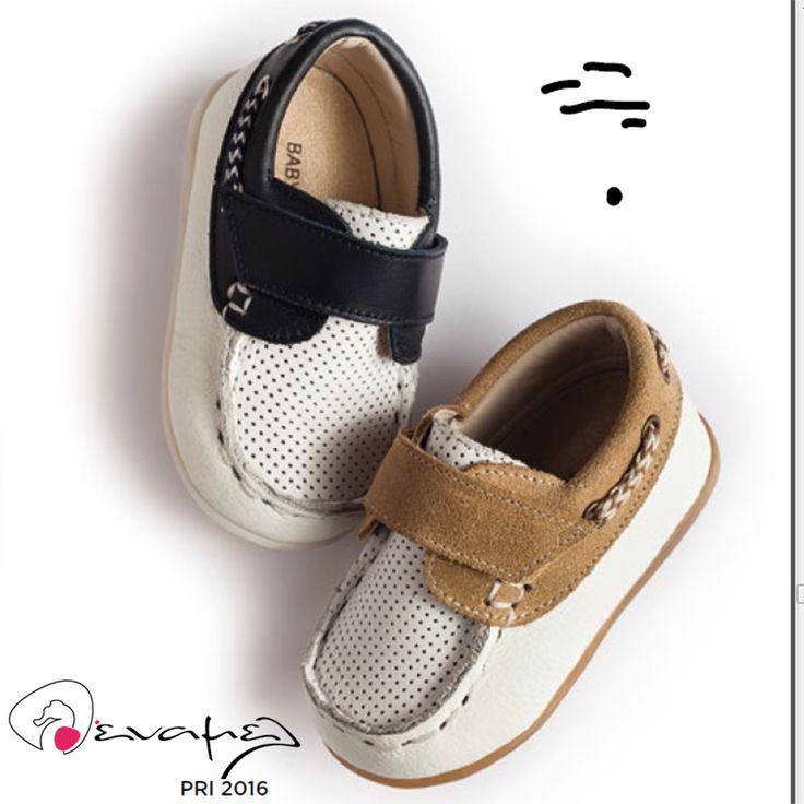 Ανατομικά παπούτσια για αγοράκι της ελληνικής εταιρείας Babywalker. Το παπούτσι αυτό είναι διαθέσιμο σε λευκό-μπλε και λευκό-καπουτσίνο. Κατασκευάσμενο από δέρμα και σουέτ με πατάκι ανατομικό και 100% αντιβακτηριδιακό που αφήνει το ποδαράκι του παιδιού να αναπέει. Η σόλα του είναι ελαστική και αντιο