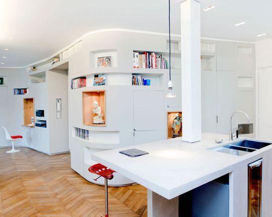 Espace cuisine ouvert sur la pièce à vivre