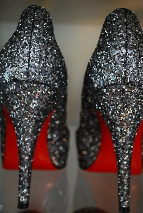 glitter.: Red Bottoms, Wedding Shoes, Sparkly Shoes, Glitter Shoes, Christian Louboutin, High Heels, Black Glitter, Glitter Heels, New Years