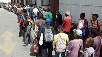 """Según el último informe de la Encuesta Nacional de Condiciones de Vida, 9 de cada 10 venezolanos no pueden pagar su alimentación diaria-""""Nos toca venir a comer aquí todos los días"""": el comedor social que sirve unas 1000 comidas al día en Caracas, Venezuela http://www.bbc.com/mundo/media-43170987?utm_content=bufferc767a&utm_medium=social&utm_source=pinterest.com&utm_campaign=buffer"""
