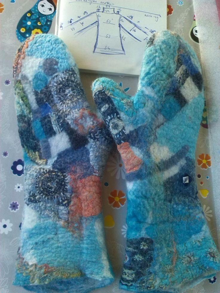 Felted gloves by Marjo Lelie