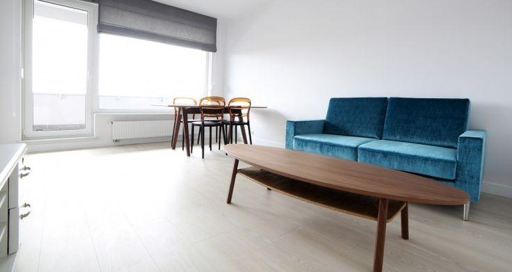 Panele laminowane Pergo Jesion Naturalny o skandynawskim charakterze. Faktura antycznego drewna nadaje jej rustykalny klasyczny wygląd. Wzdłużne fazowanie podkreśla efekt drewnianych desek.