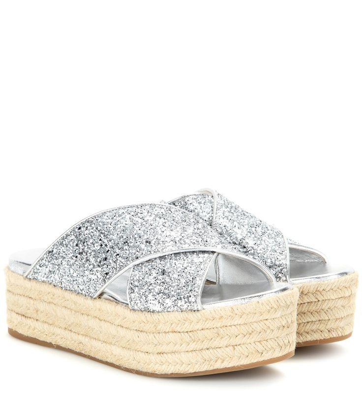 Miu Miu - Sandali espadrillas con glitter e platform - L'accessorio più cool per i vostri outfit vacanzieri è firmato Miu Miu: i sandali con platform in corda e fasce incrociate ricoperte da brillanti glitter argentati per un risultato ultra glam. Metteteli in valigia con mini abiti fluidi, shorts e bikini per le vostre fughe dalla città. seen @ www.mytheresa.com