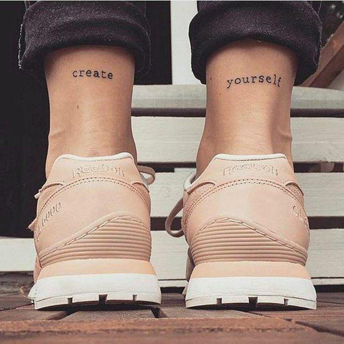 tatouage minimaliste originale, tatouage femme sur les pieds