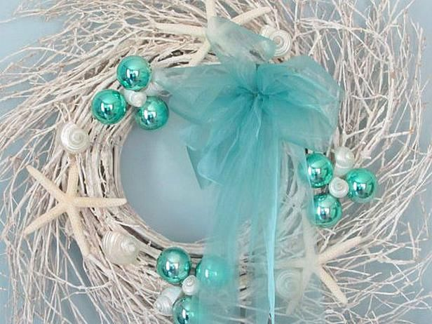 Coastal- and Cottage-Style Christmas Decorations:  From DIYNetwork.com from DIYnetwork.com
