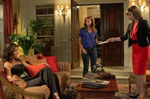 Still of Anne Archer, JoAnna Garcia Swisher and Ashley Newbrough in Privileged (2008)