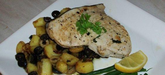 Δες εδώ μια πεντανόστιμη συνταγή για ΞΙΦΙΑ ΛΕΜΟΝΑΤΟ ΜΕ ΠΑΤΑΤΕΣ ΣΤΟ ΦΟΥΡΝΟ, μόνο από τη Nostimada.gr