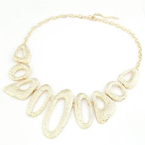 Original y bonito Collar en color dorado con ovalos.