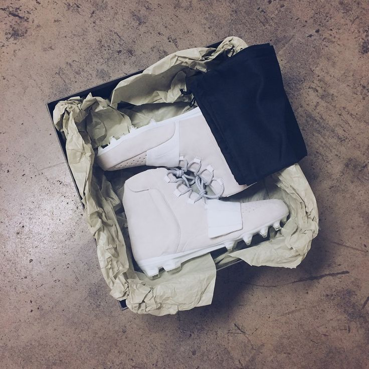Von Miller & DeAndre Hopkins Starts the NFL Season in adidas Yeezy Cleats…