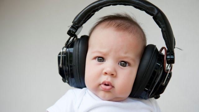 How to listen – 4 tips for better listening skills.